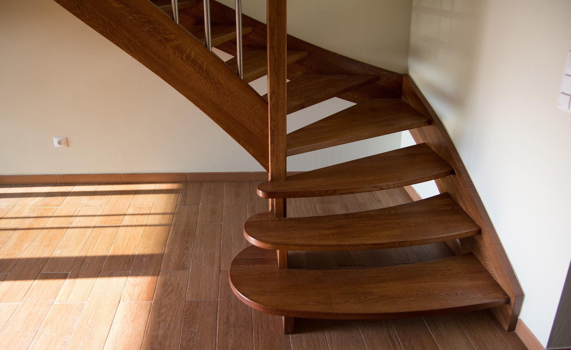 купить деревянную лестницу особенности
